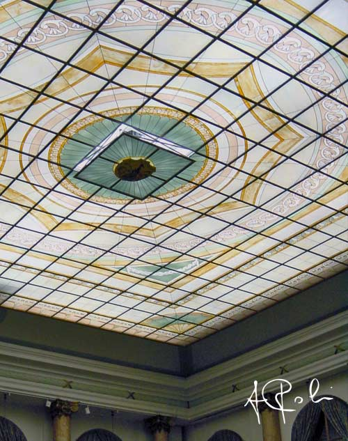 The ceiling with detail of the motorized opening